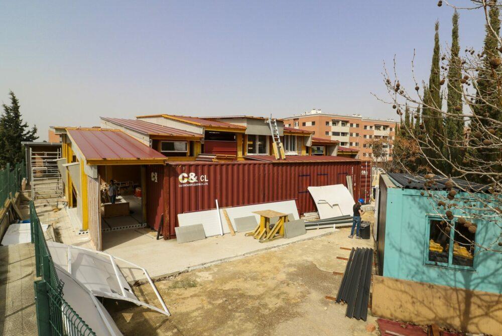 Création d'une salle à manger pour le CEIP Europa (Centro de Educación Infantil y Primaria) basée sur l'architecture collective