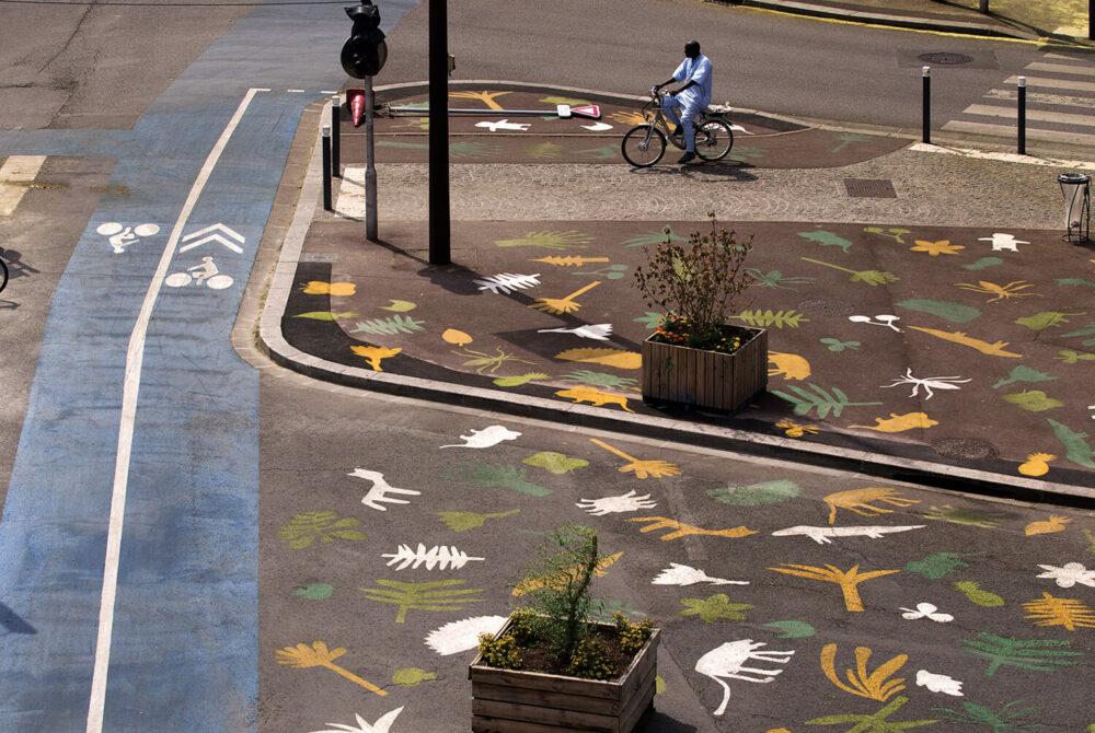 Super Nature, 2019 | Marquage au sol participatif sur la place Croix-de-Chavaux à Montreuil | Gonzague Lacombe, Laure du Faÿ, Elsa Perry © Clément Guillaume