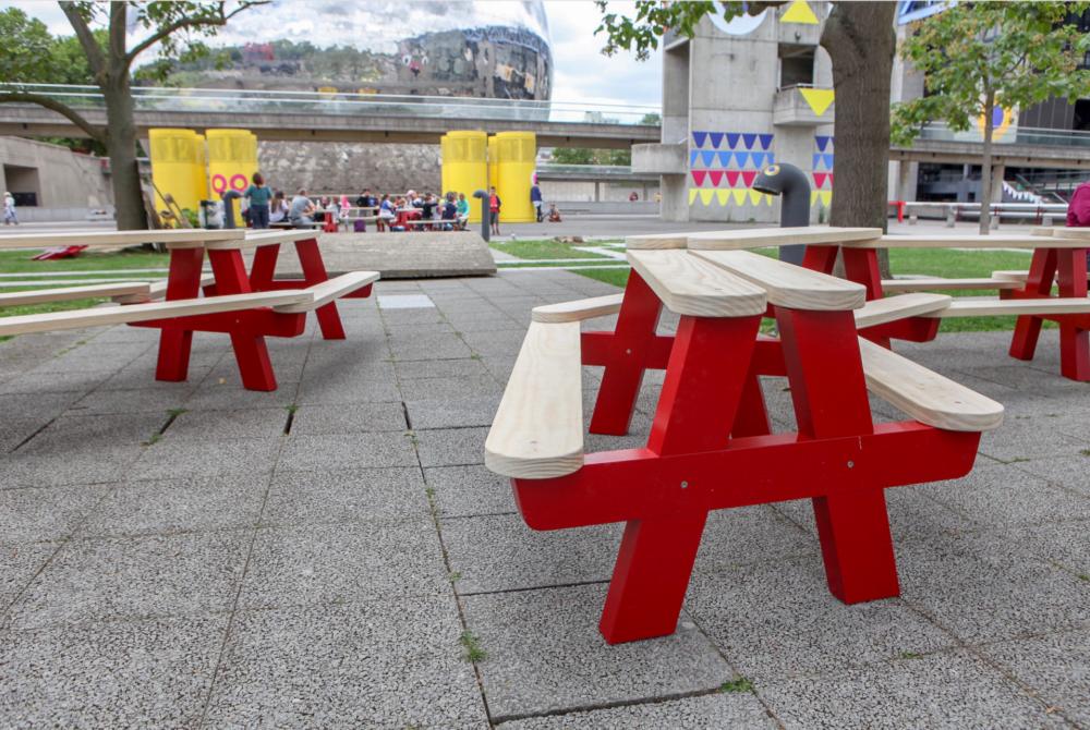 Canteen, système modulaire de tables et de bancs © Vraiment Vraiment